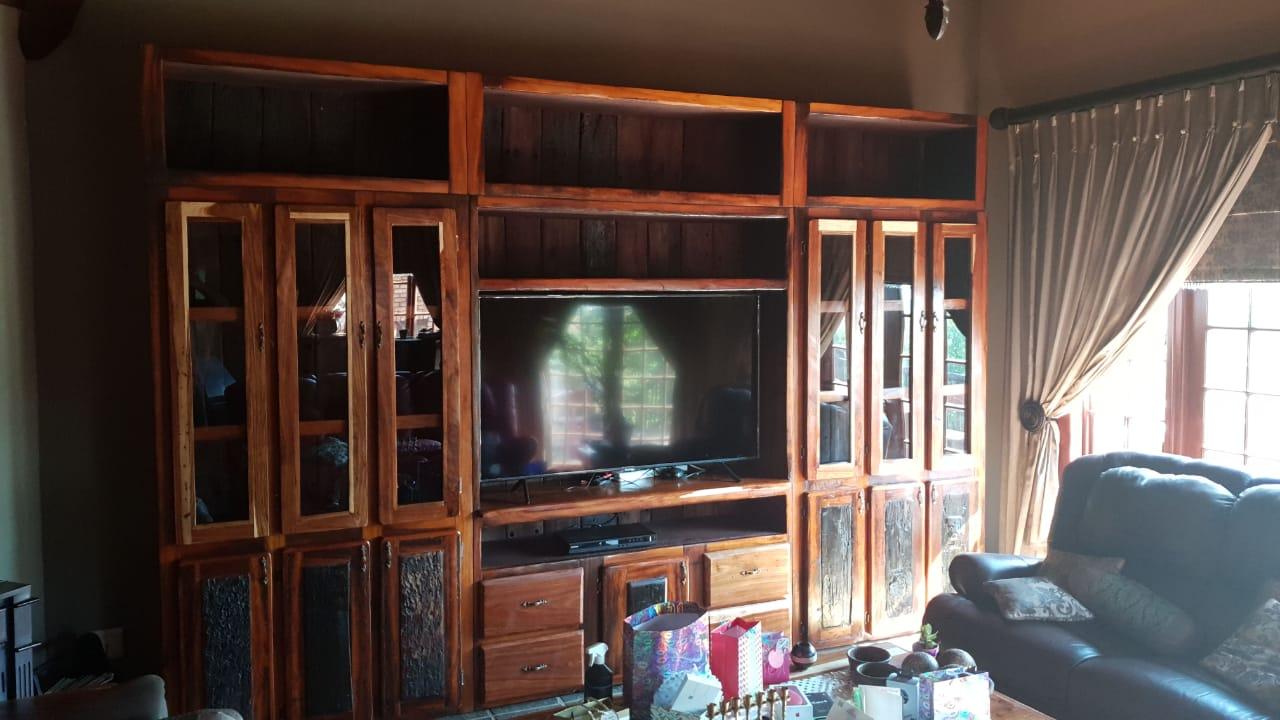 Sleeper wood wall unit