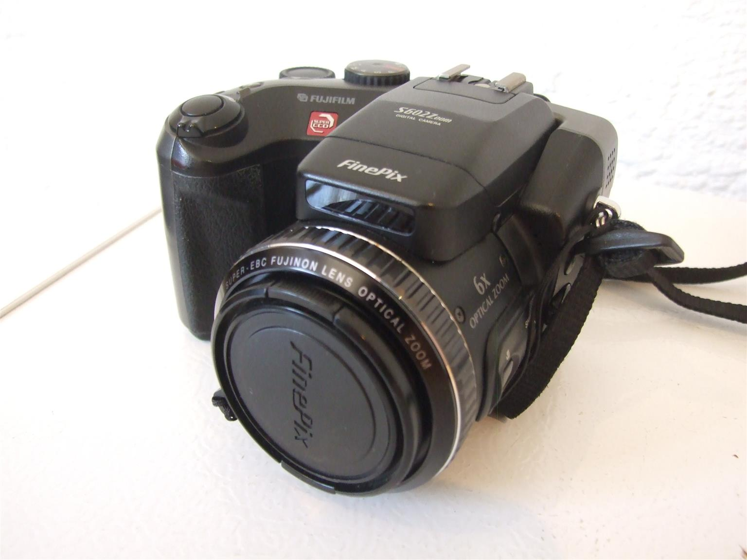 Fujifilm FinePix S602 Zoom with Video mode. Excellent condition. Includes a New Tripod.