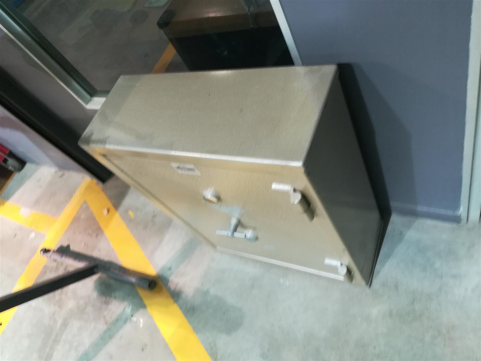 4 x safes