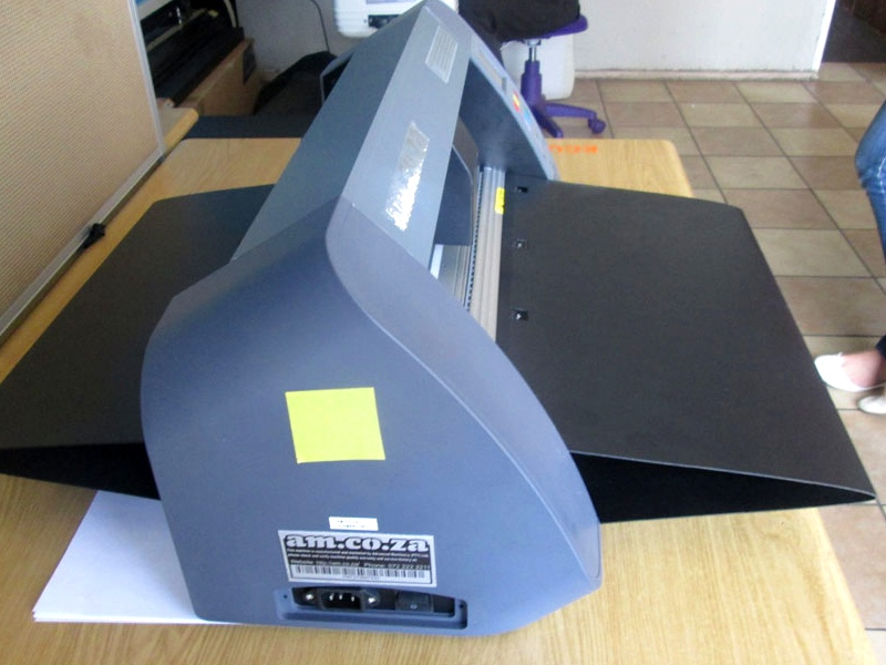 V3-1663B V-Smart Contour Cutting Vinyl Cutter 1660mm Working Area, Stand & Collection