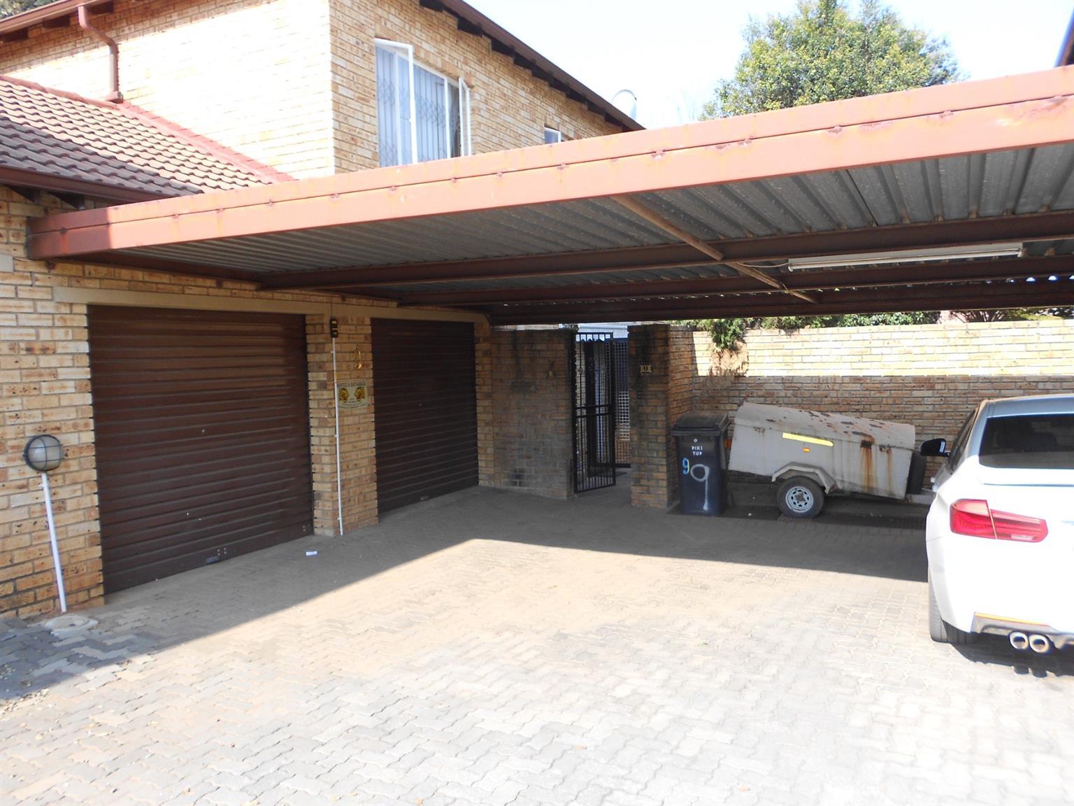 Townhouse For Sale in Randpark Ridge