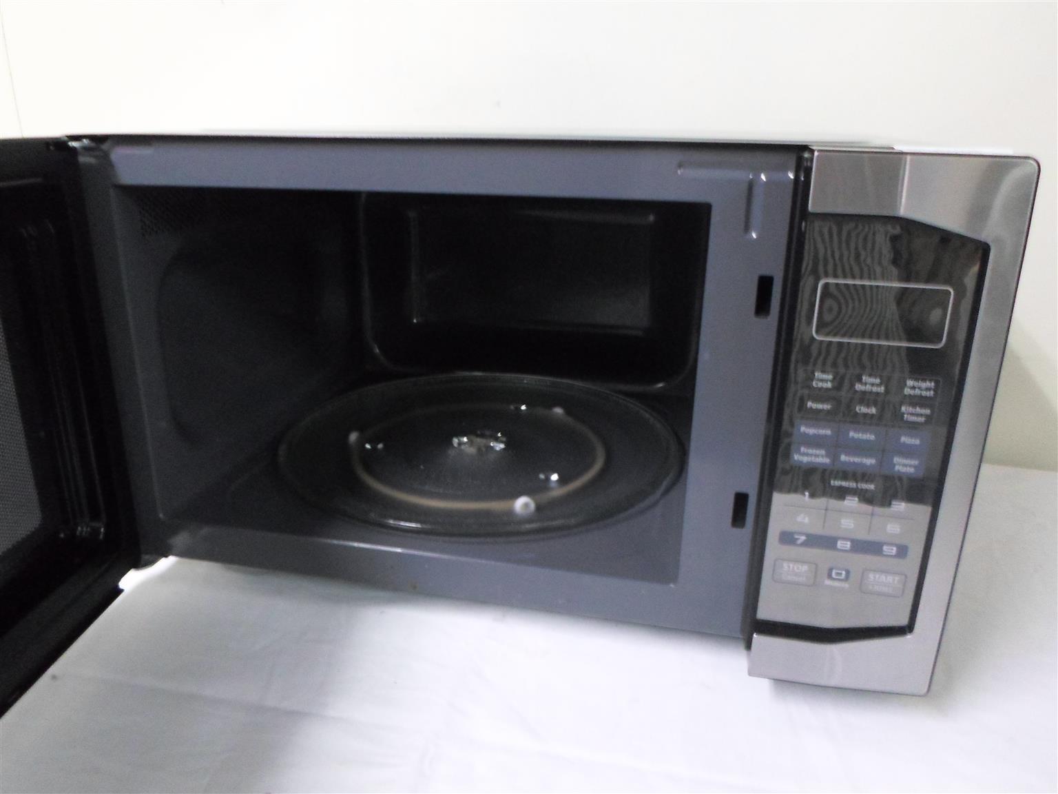 RHEM45BM Russel Hobbs Microwave