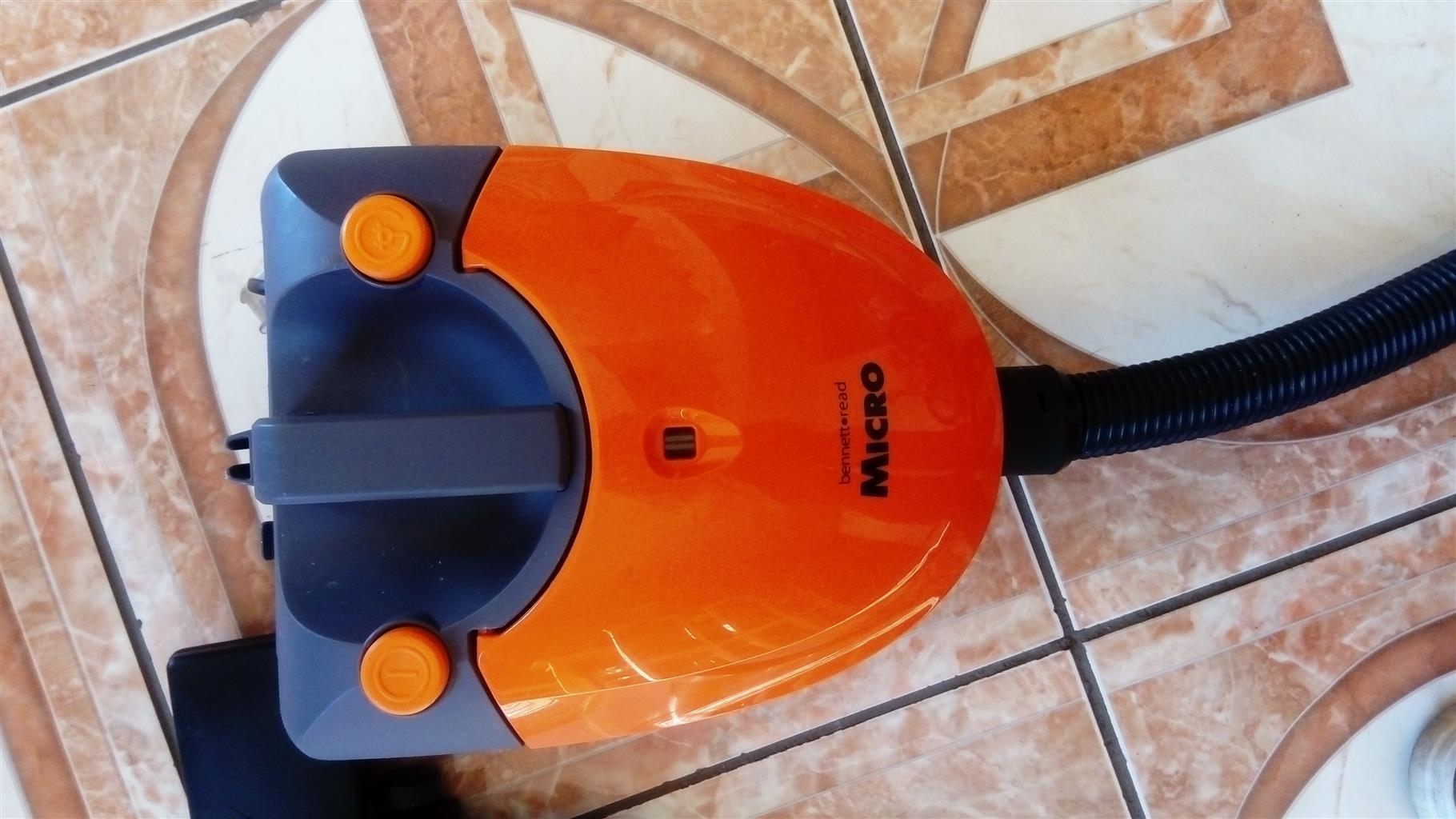 Bennet read vacuum cleaner 1000 watts