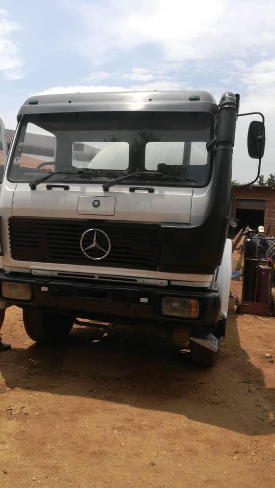 1988 mercedes 2225 water tank truck
