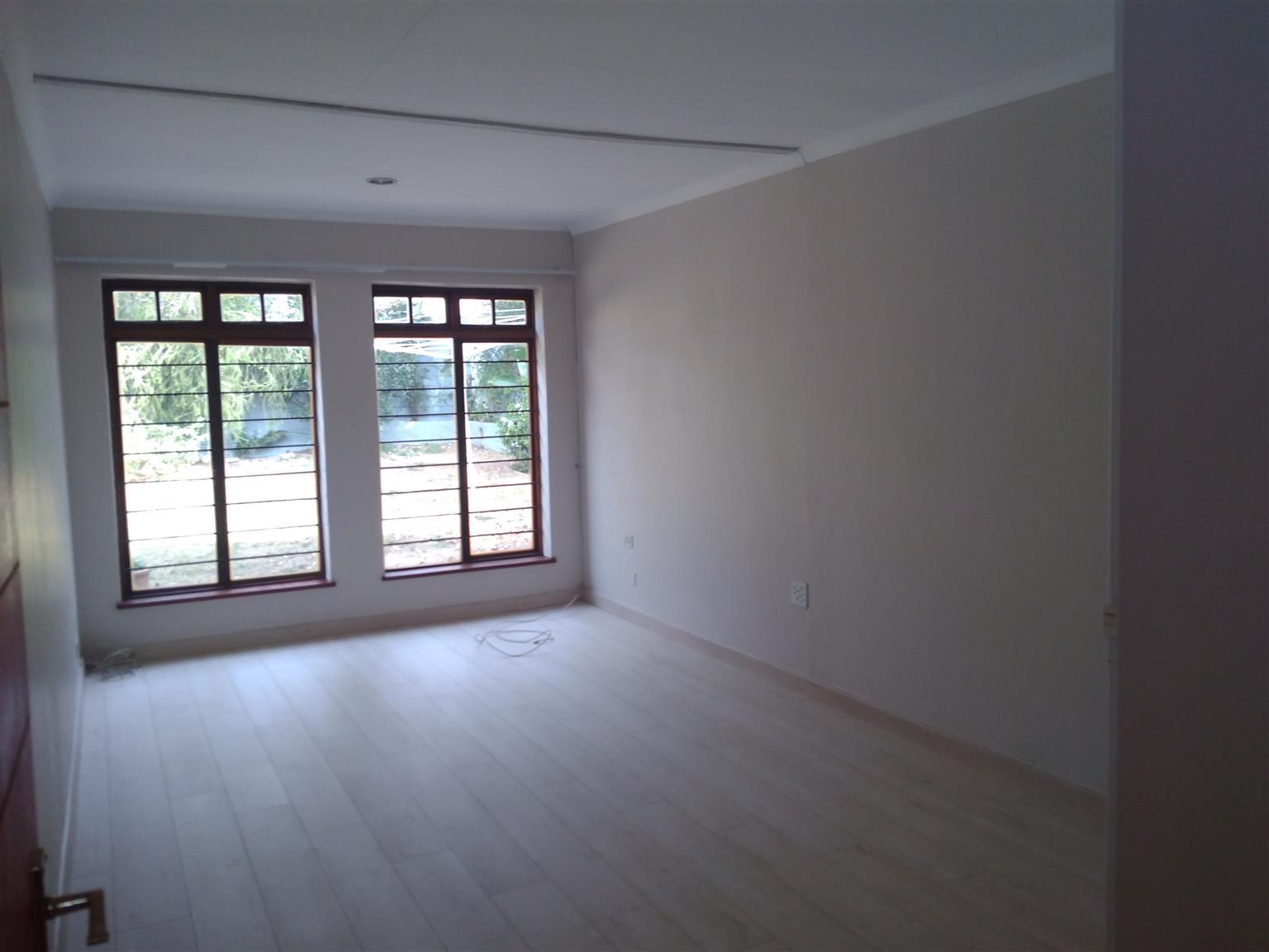 3 Beds plus flatlet to let in Lonehill! Near Crawford school! Vacant