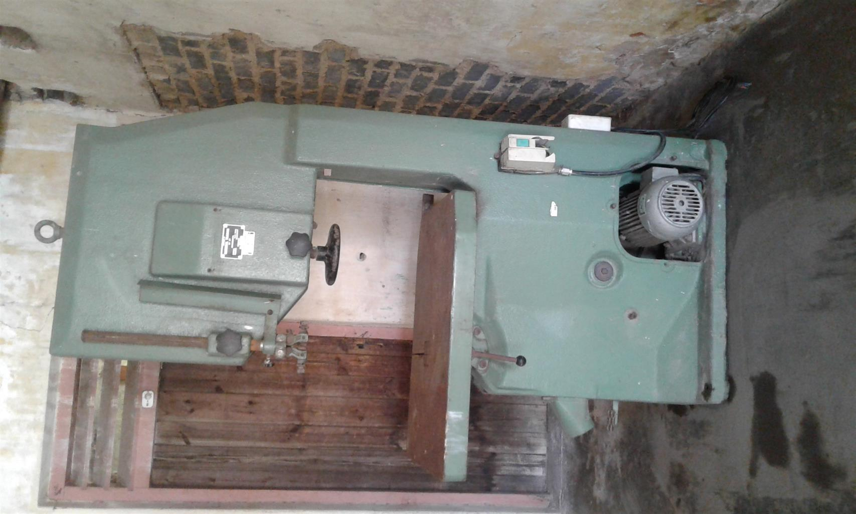 INDUSTRIAL 3 PHASE VERTICAL BAND SAW FOR SALE