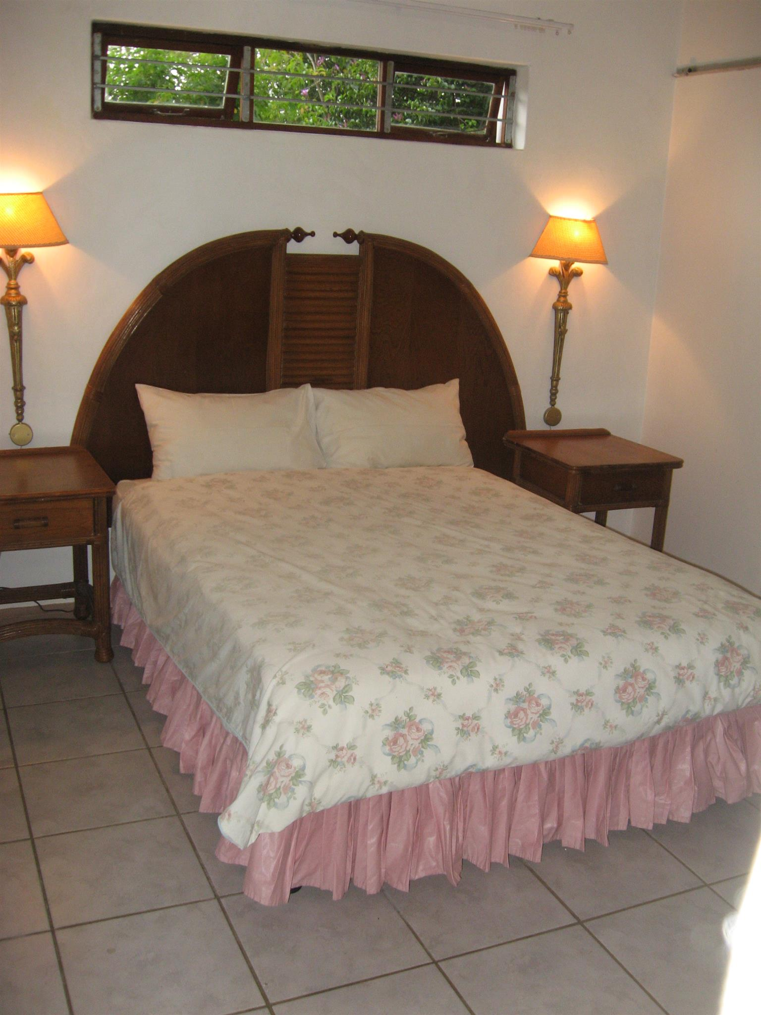 SEPARATE  AND PRIVATE - 4 SLEEPER - ONE BEDROOM FURNISHED COTTAGE FROM R2800 PER WEEK UMTENTWENI