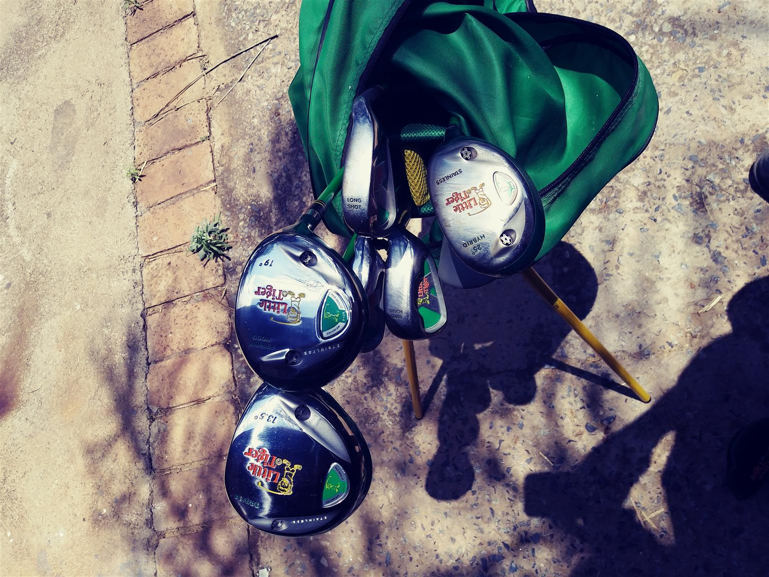 LITTLE TIGER COMPLETE GOLF SET WITH CARRY BAG COMPLETE SET NEVER BEEN USED