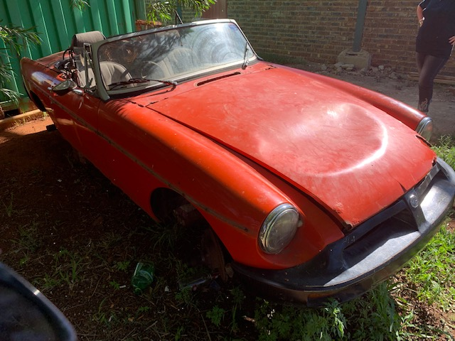 MGB Roadster Breaking for Parts