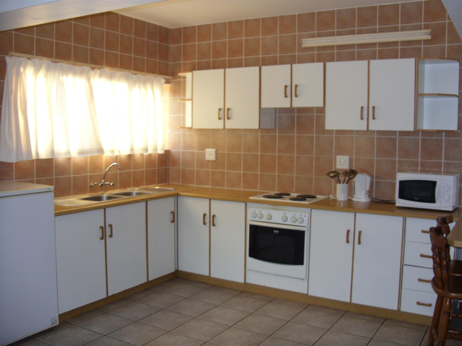 UVONGO FURNISHED TWO BEDROOM FLAT ST MICHAELS-ON-SEA EXC E/W SHELLY BEACH IMMEDIATE OCCUPATION