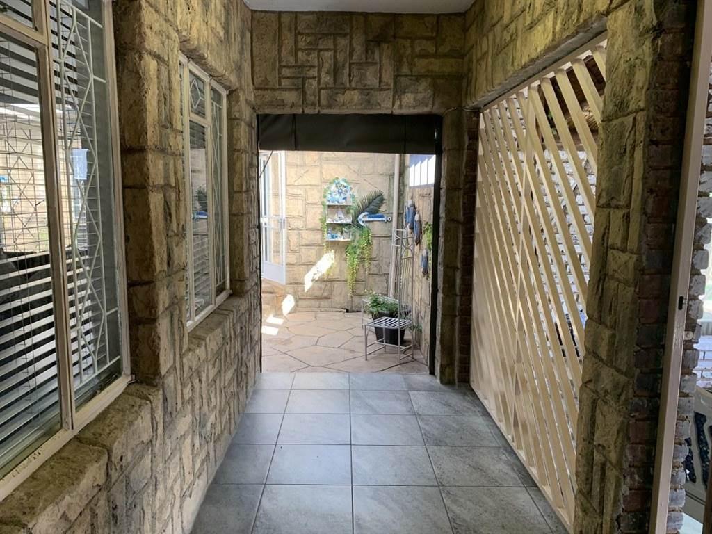House For Sale in Brackendowns