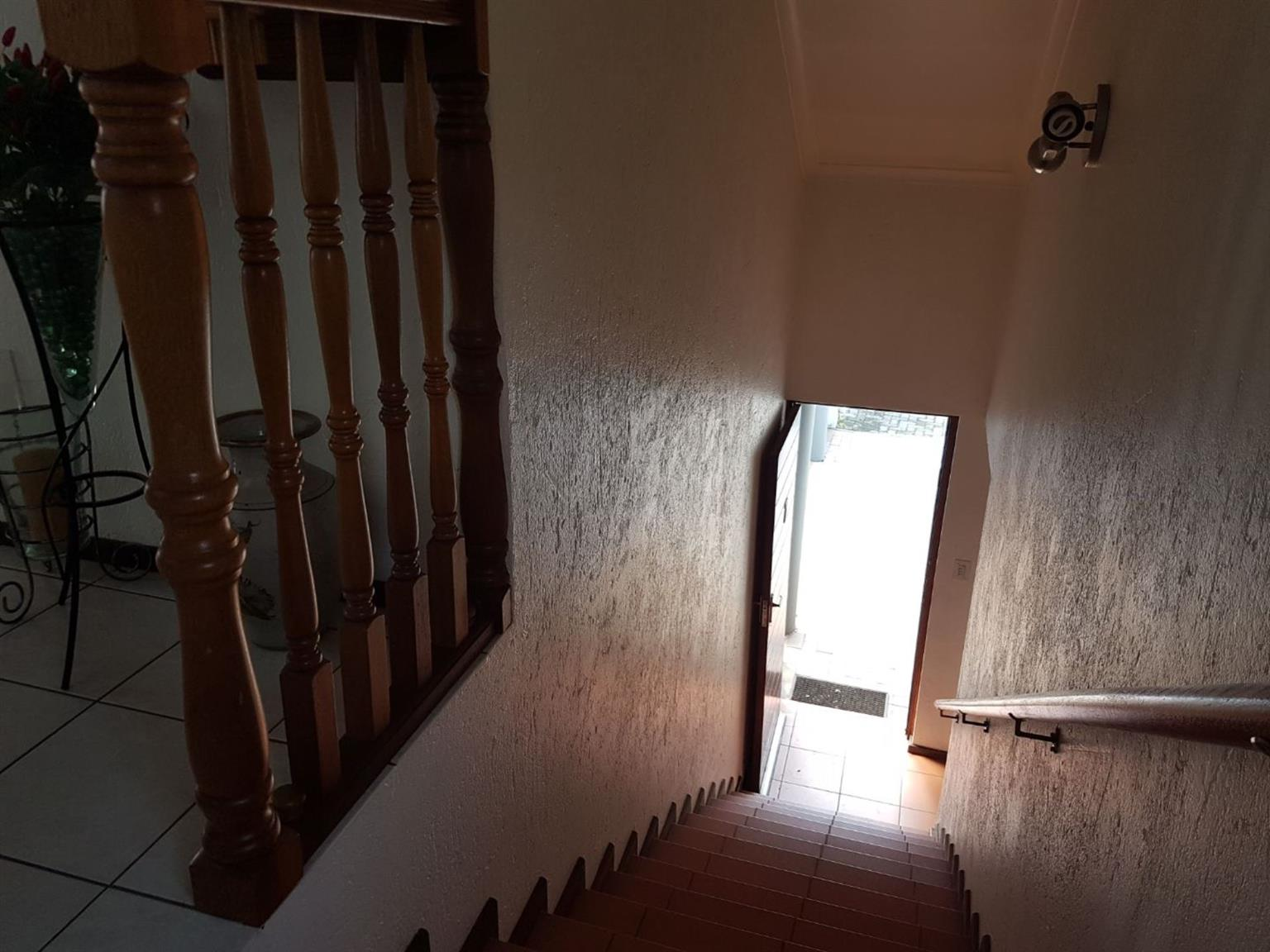 Townhouse For Sale in LAKEFIELD