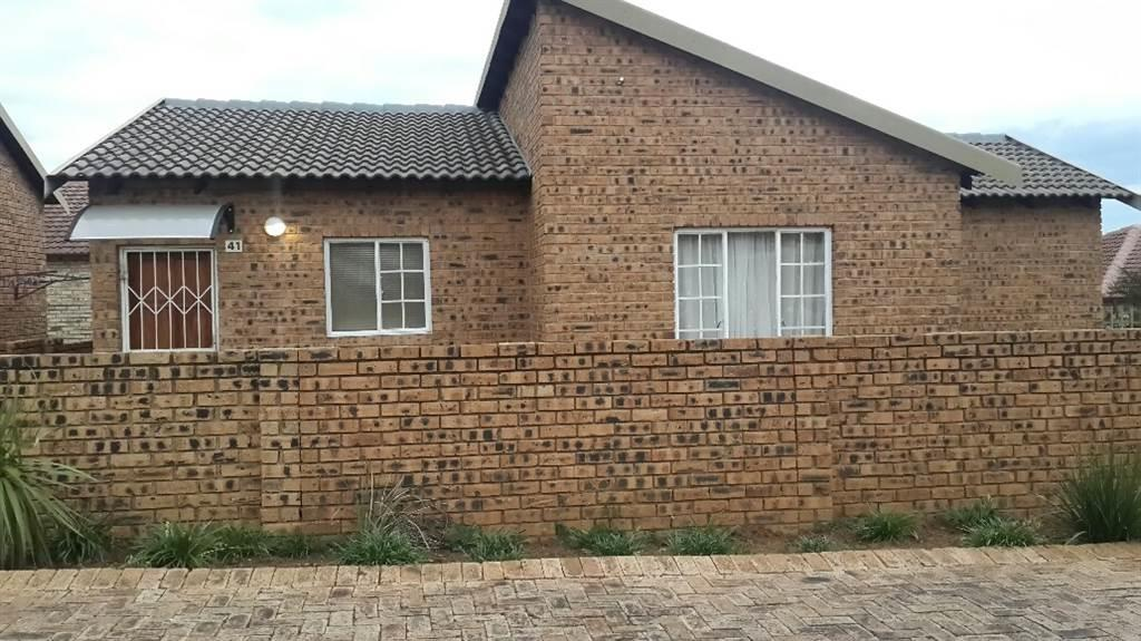 Midrand - 3 bedrooms 2 bathrooms simplex available R9000