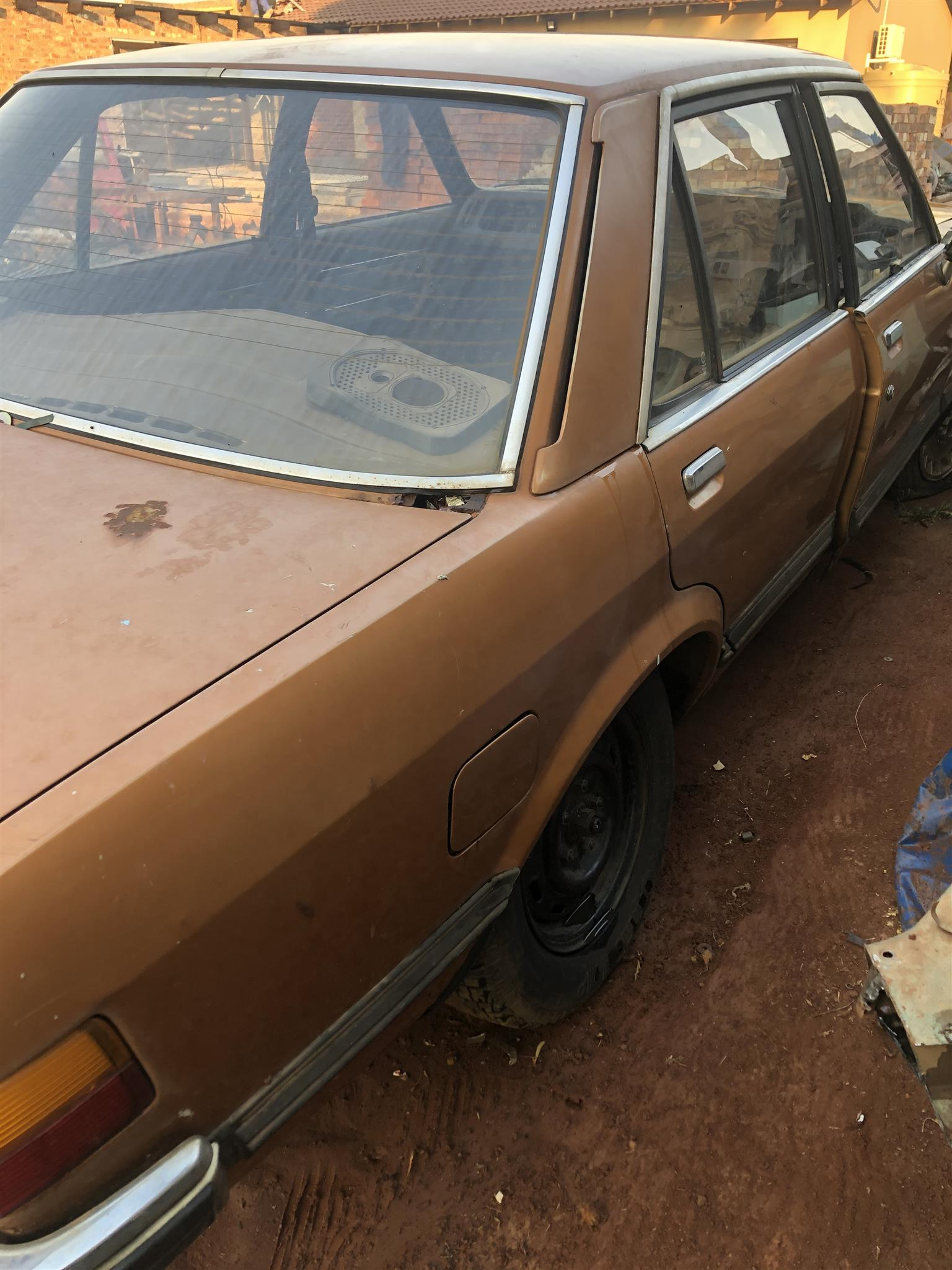 Ford Granada MK 2 body with perfec windscreen.
