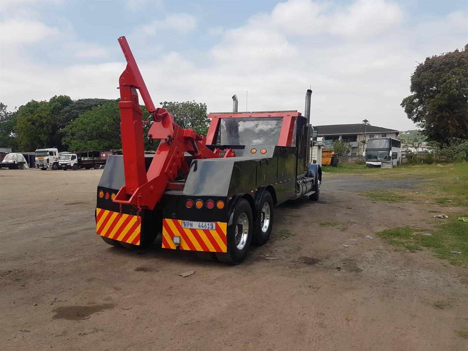9300 International Tow Truck