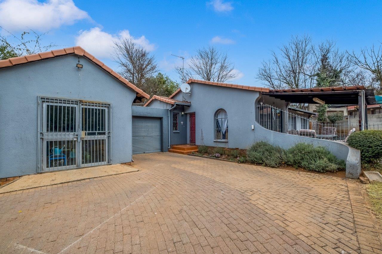 House For Sale in Weltevreden Park