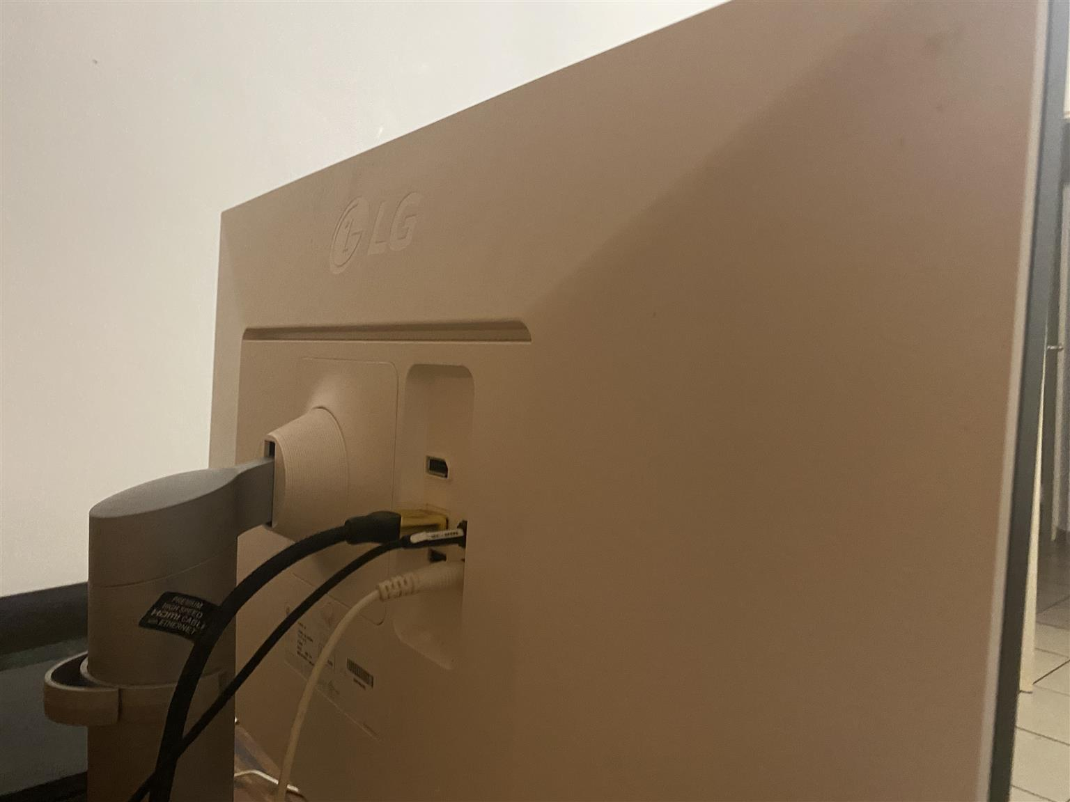 """Lg UK650 27"""" 4K HDR UHD monitor"""