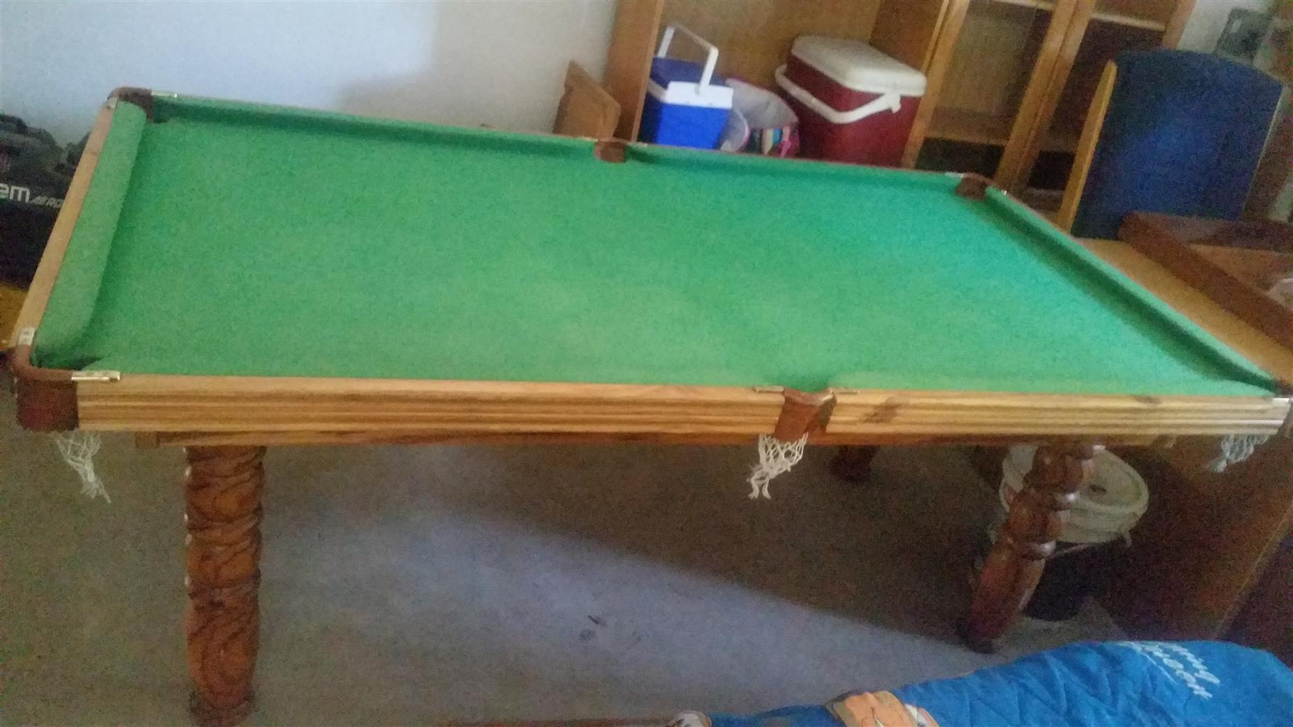 Pool/Snooker Table  3/4 size.Complete set snooker and pool balls . 3 Cues,triangle to set up balls .