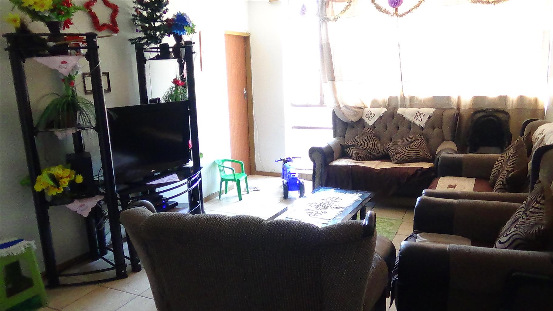 1 and ½ Bedroom Flat in Sunnyside