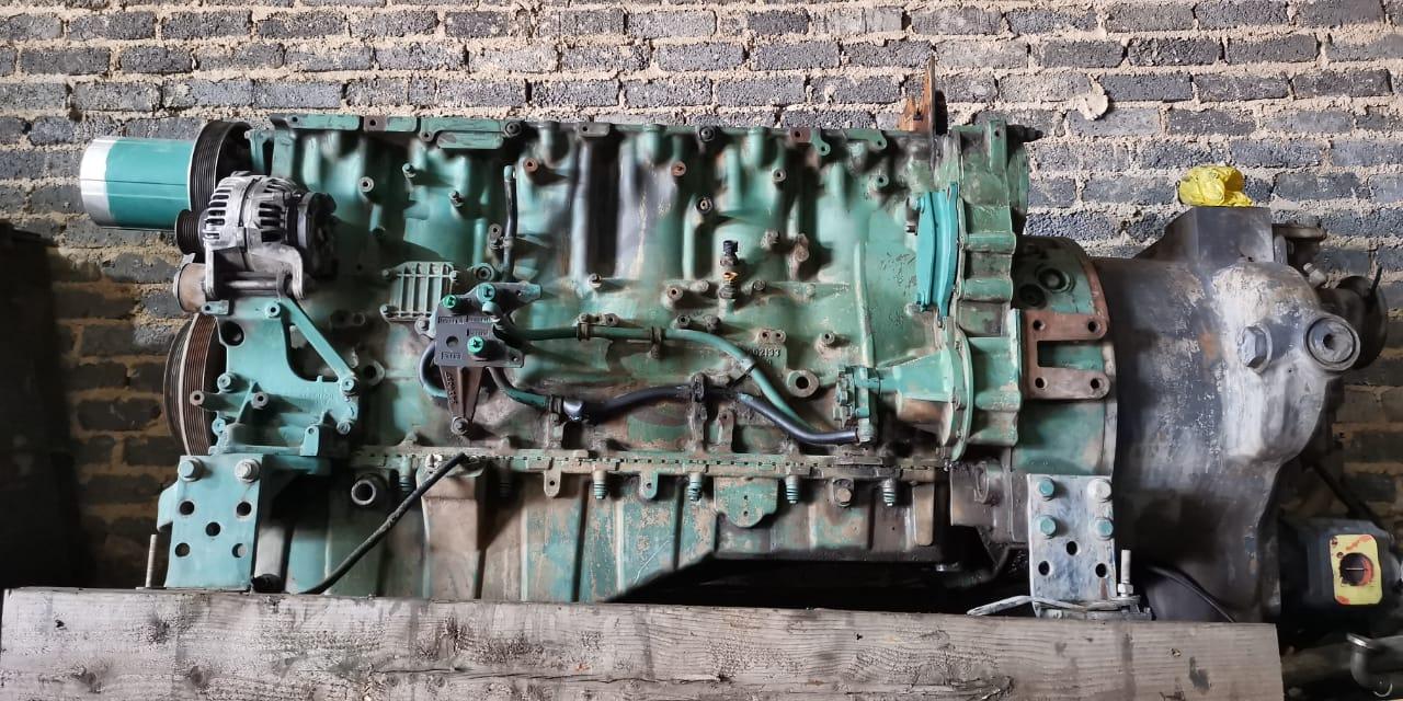 Volvo engines D13 stripping