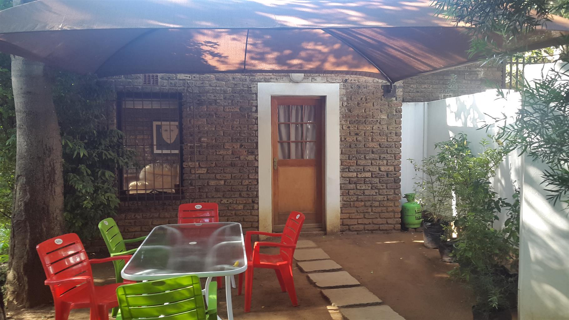 2-bed Garden Cottage in Sandton (Riverclub)
