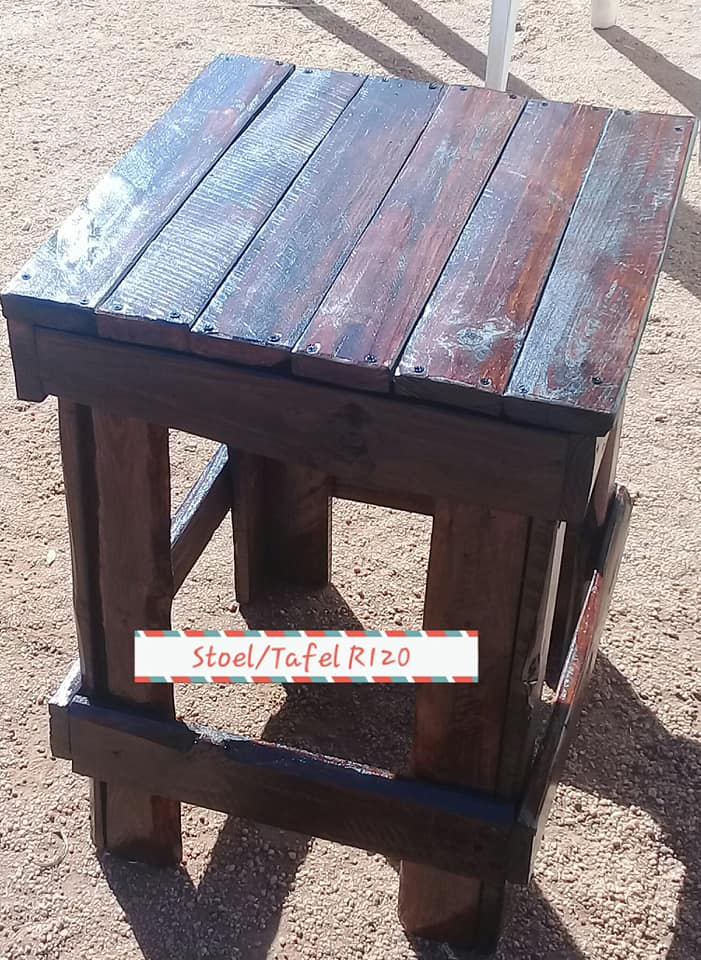 Side Table Donker Hout.Donker Hout Pallet Stoel