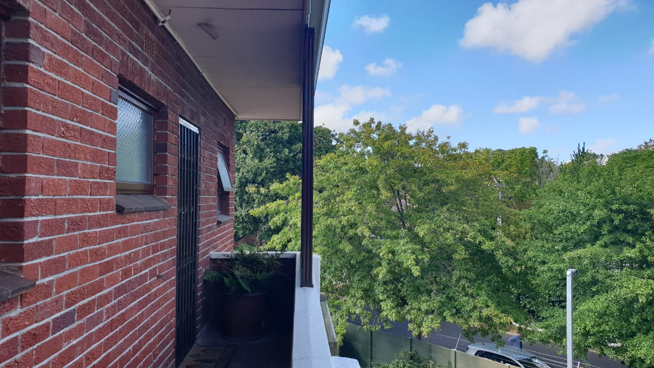 Claremont bachelor flat to let