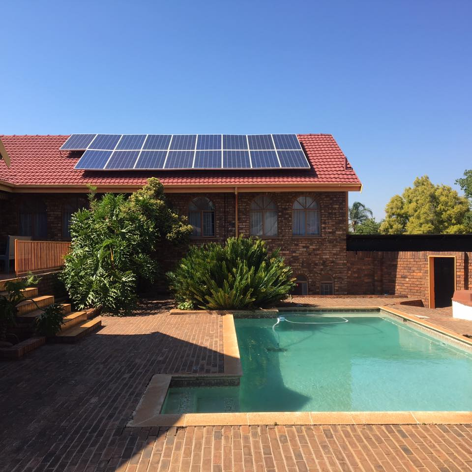 Spacious 4 bedroom house with swimming pool