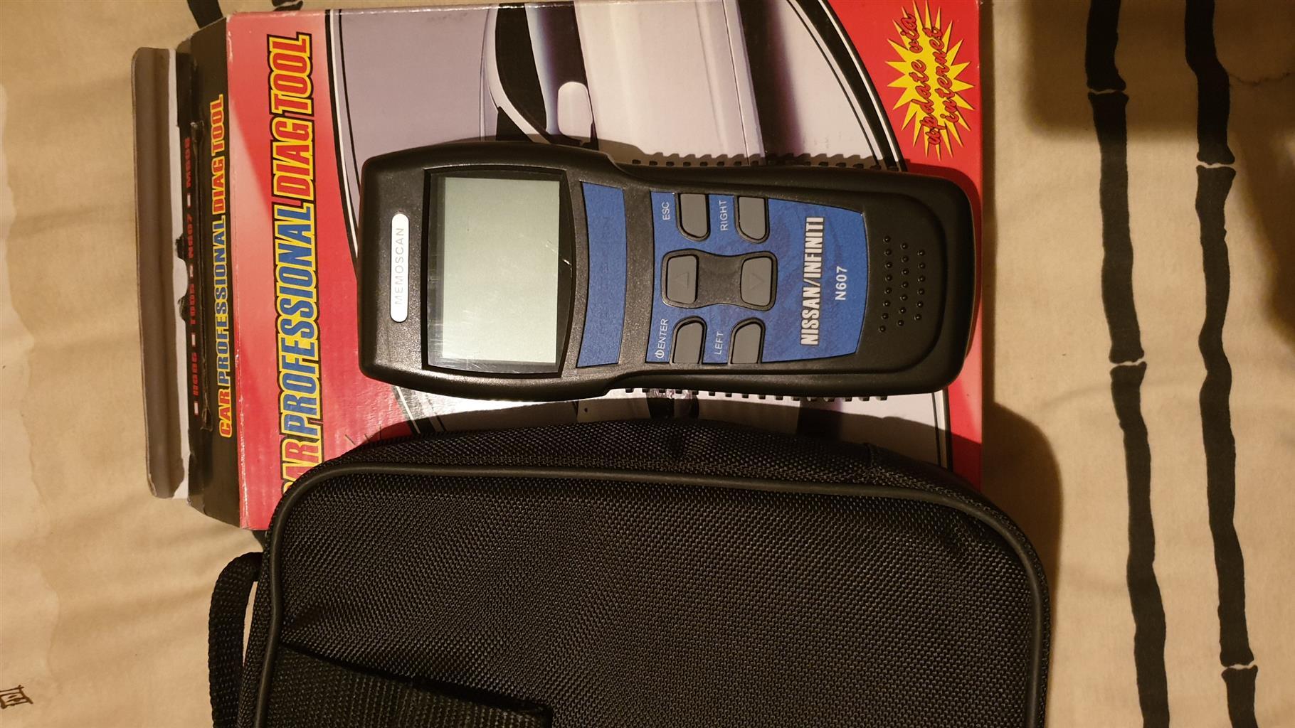 Universal OBD2 hand held diagnostic scan tool U600