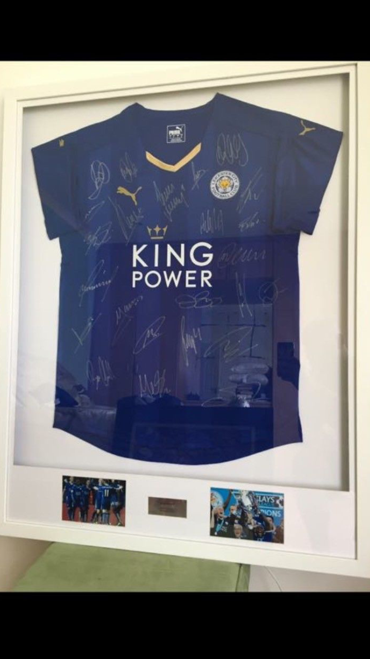 Framed Leicester city champions shirt signed  404130096