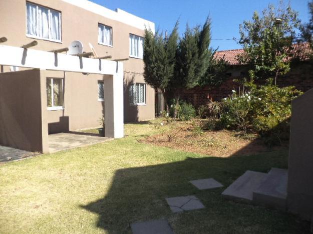 Whitney Gardens Bramley 2bedroomed ground floor unit for R5500