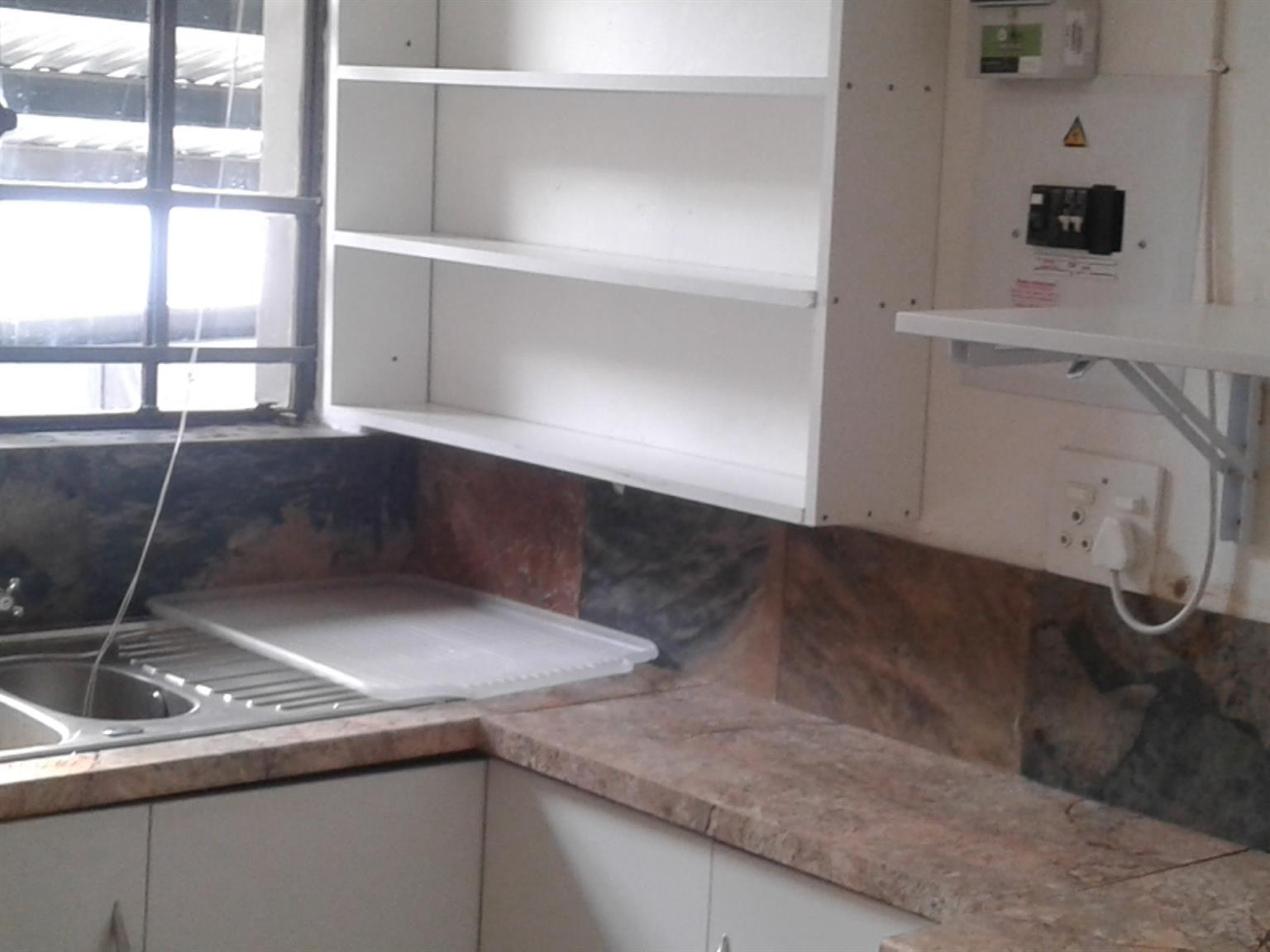 BACHELOR GARDEN FLAT R3200 PER MONTH, STUDENTS, SINGLE PARENT WITH CHILD, AFFORDABLE