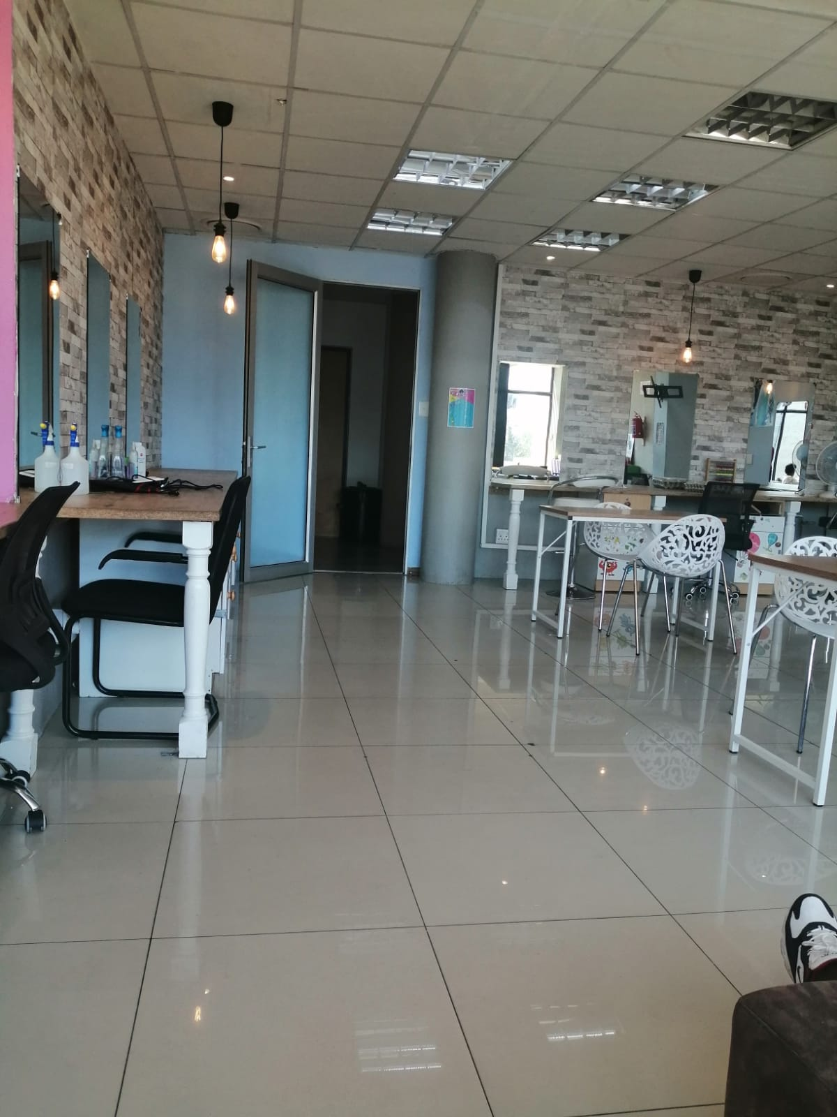 Rent out a chair in a salon at Rivonia, Sandton
