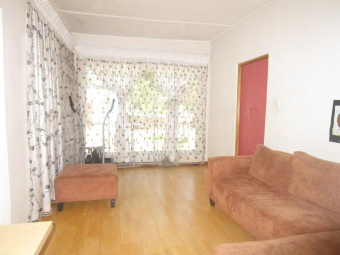 For Sale Lombardy East - House with income generating outbuilding for sale
