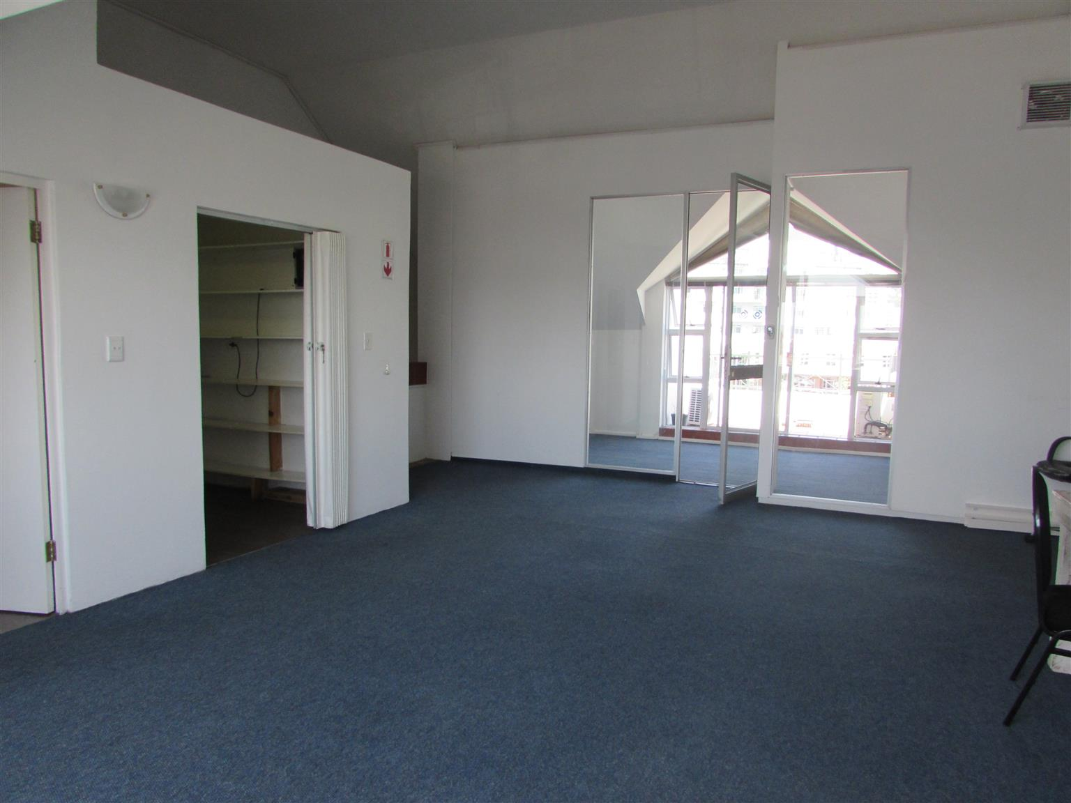 GARDENS: 95m2 Office To Let