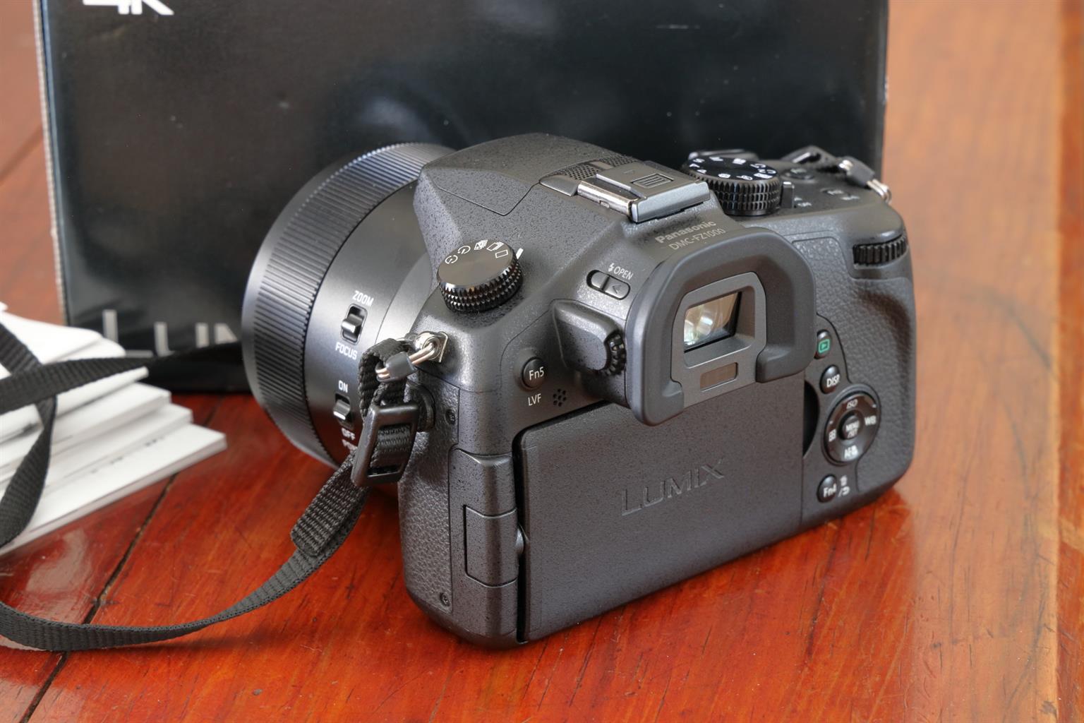 Panasonic Lumix DMC-FZ1000 (As new) with extras
