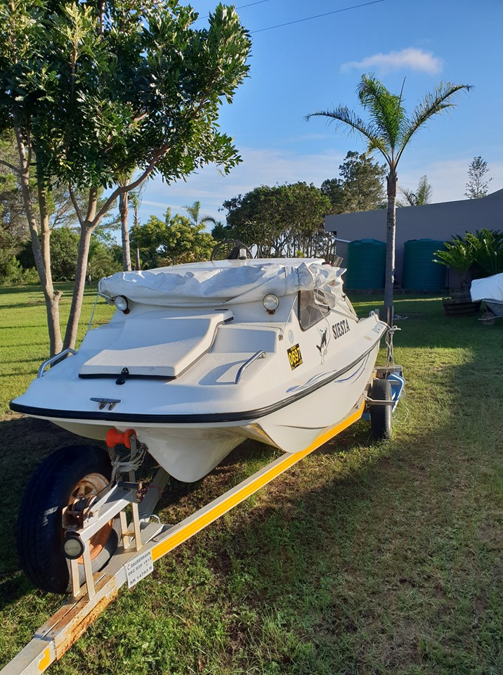 Cabin boat with cathedral hull for sale | Junk Mail