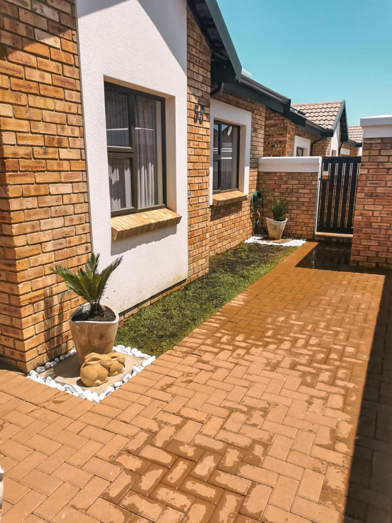 Townhouse For Sale in Beyers Park