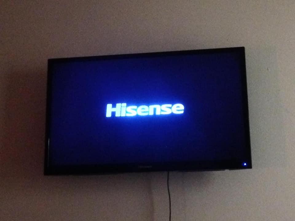 "Hisense 32"" TV with wall bracket + remote"