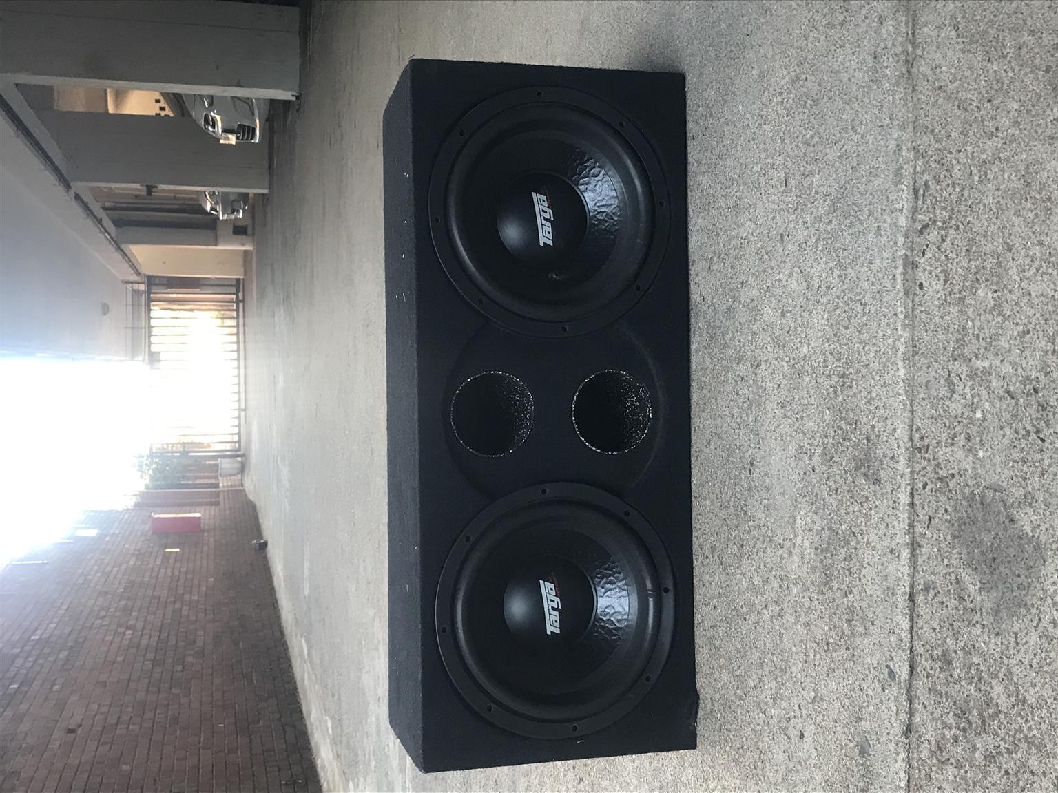 Hi I'm selling mono block sub Targa 12 inch 4wd street, I'm selling for R2500 pl
