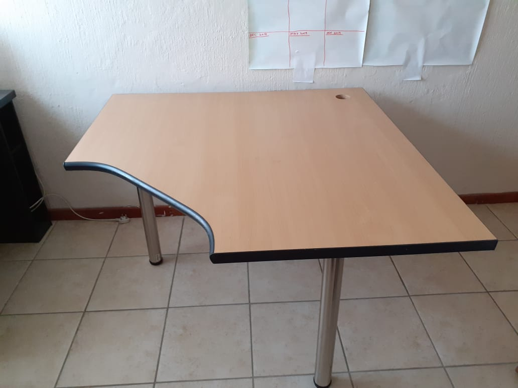 15 X Office Desks For Urgent