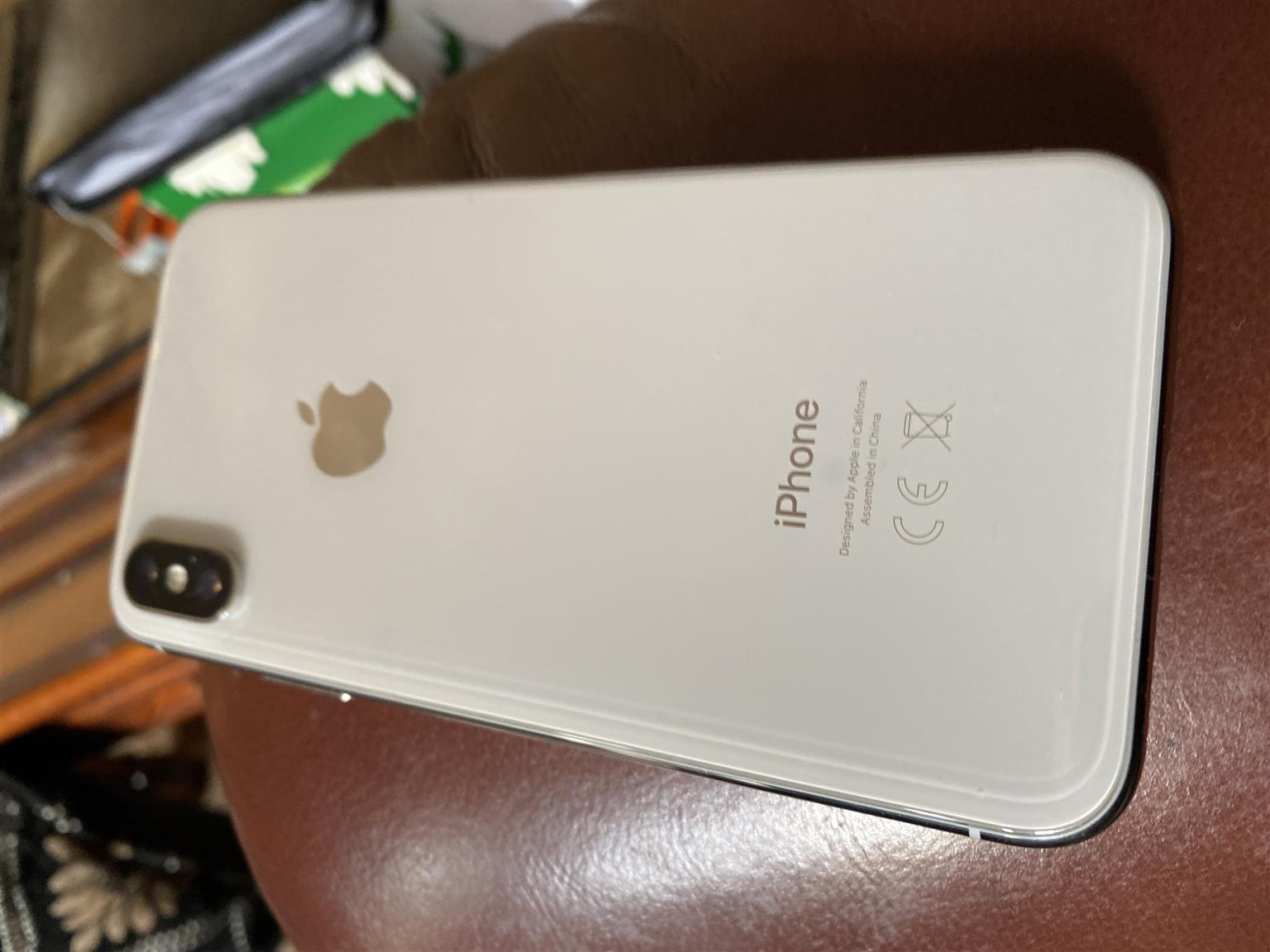 I Phone  X.    256  Silver