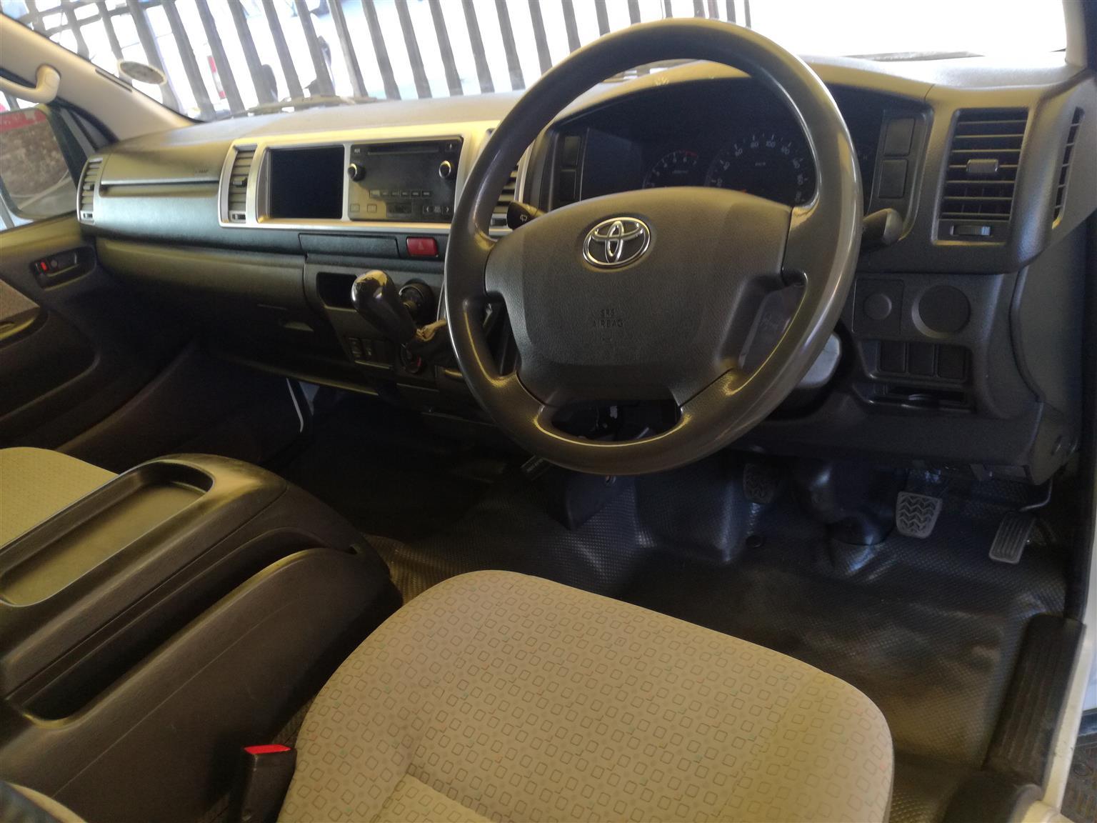 2014 Toyota Quantum 2.5D 4D GL 14 seater bus