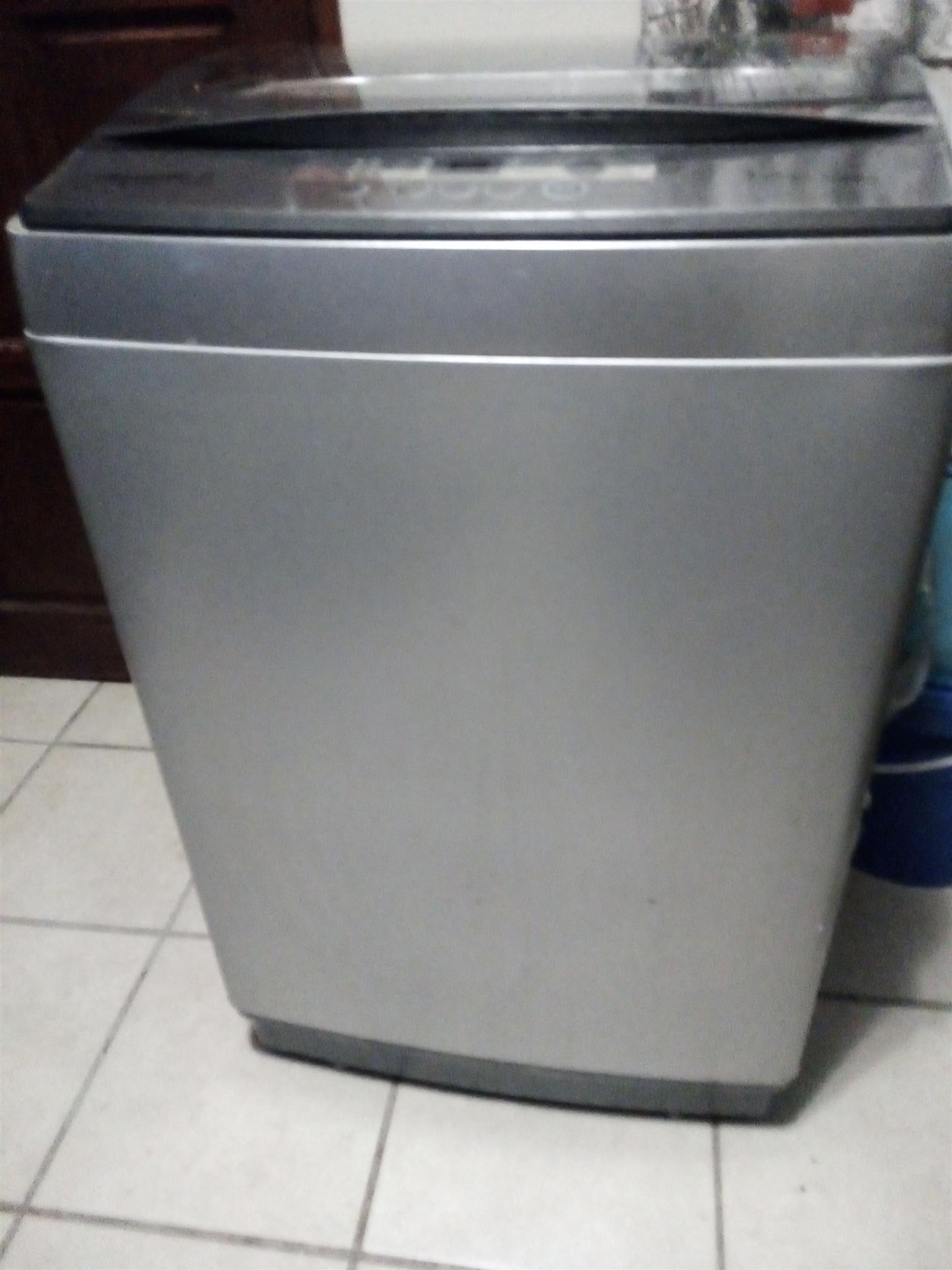 13kg Hisense washing machine toploader