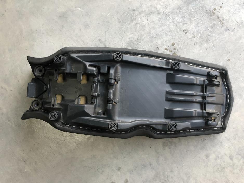 2011 BMW F800GS stock seat
