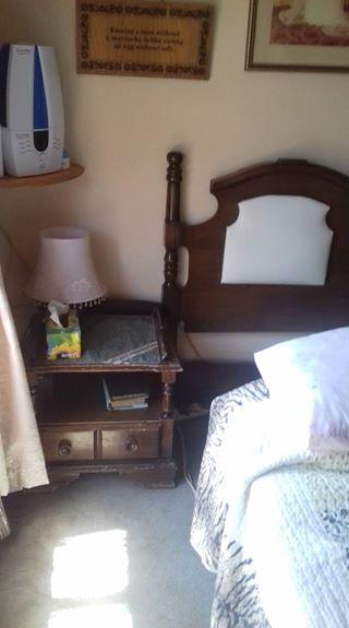 Queen size headboard met 2 bedkassies