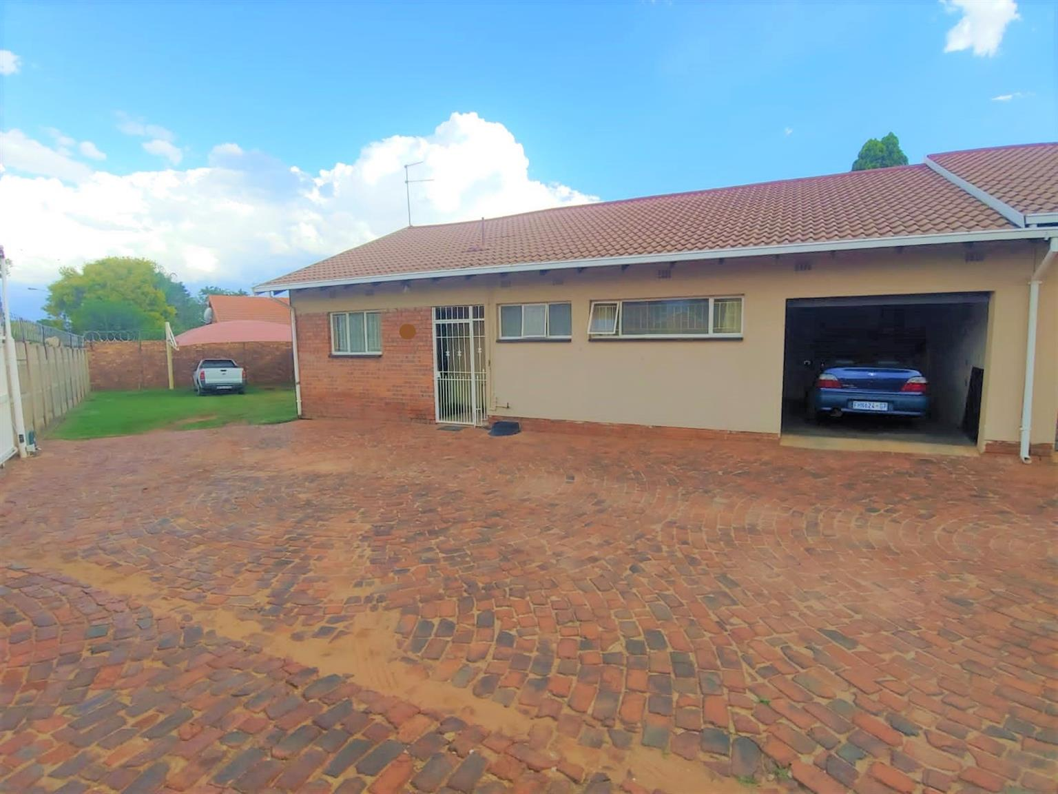 House For Sale in Dersley