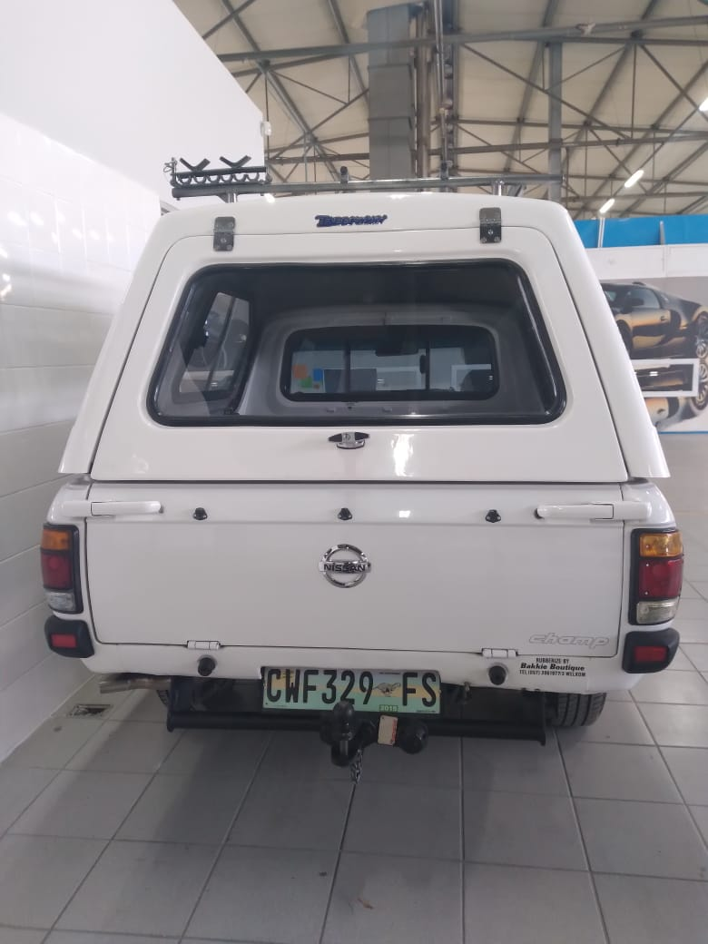 2005 NISSAN 1400 bakkie with canopy in mint condition