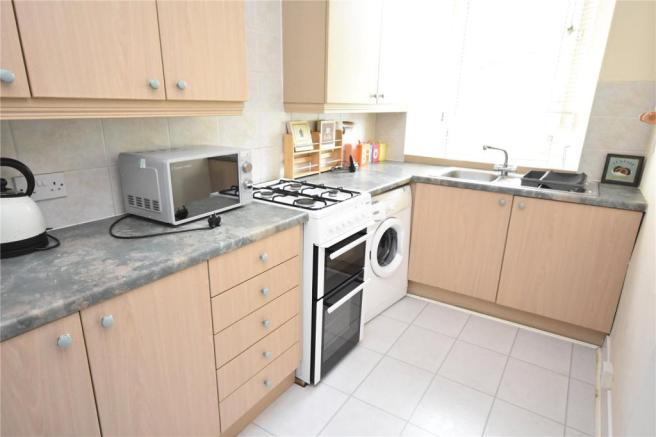 Furnished room to let in sea point available from june