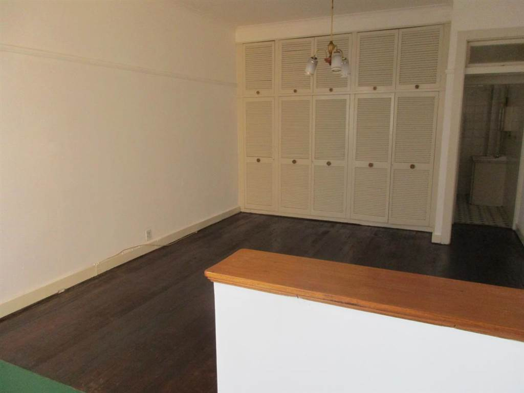 Lombardy EAST bedroomed flat to rent for R4000